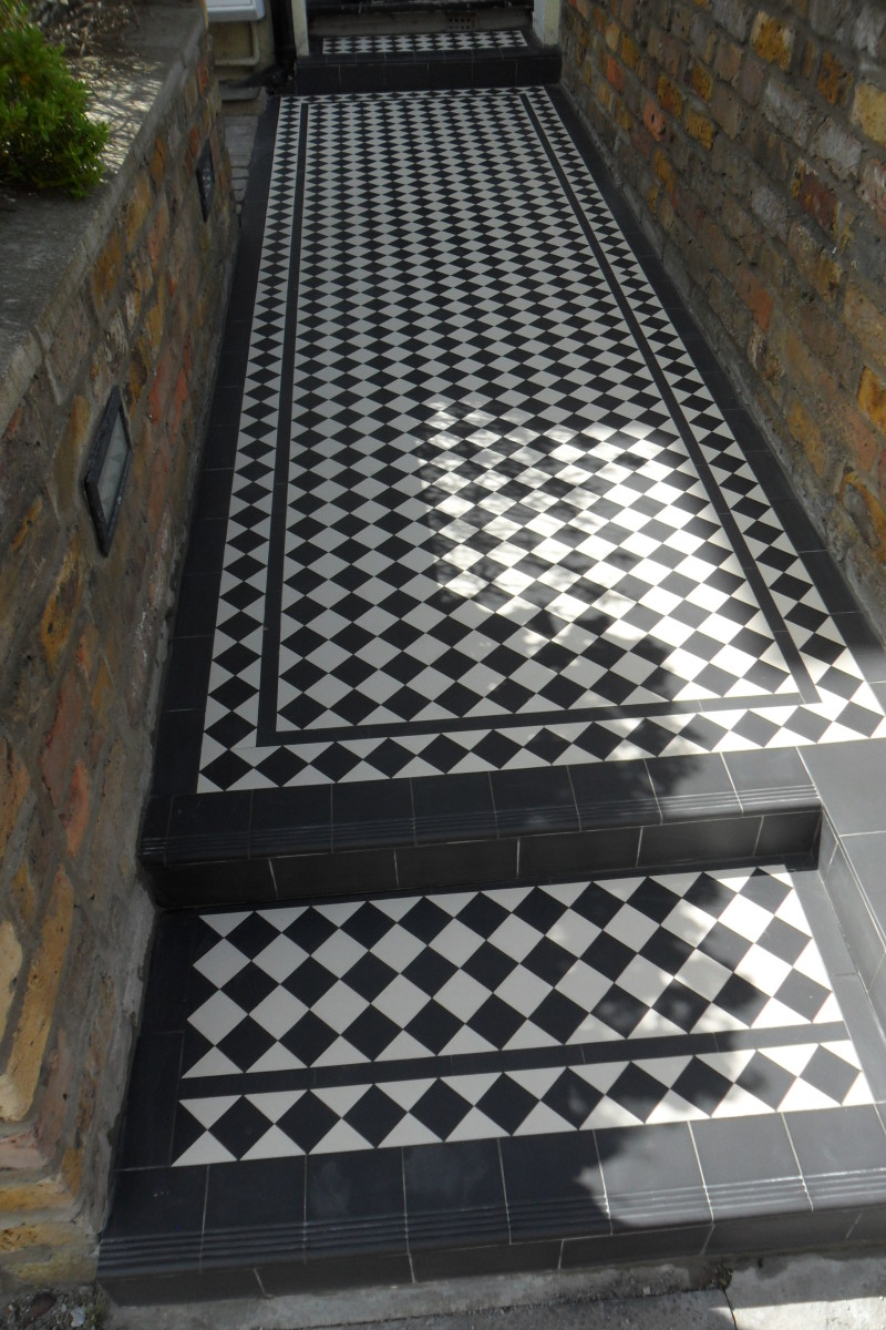Standart Border and 5x5 Victorian checkerboard pattern on this pathway